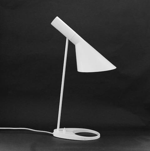 Louis Poulsen AJ bordslampa vit Arne Jacobsen_NL_480